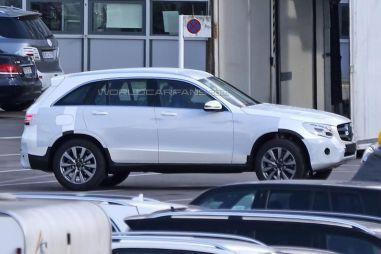 Замену Mercedes-Benz GLK сфотографировали без камуфляжа