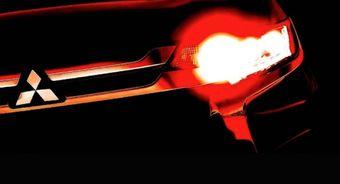 С большой долей вероятности можно утверждать, что на тизере изображен обновленный кроссовер Outlander, выпуск которого уже стартовал — партию таких машин сфотографировали неподалеку от завода Mitsubishi в Японии.
