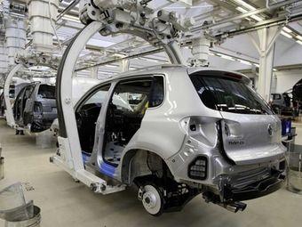 Снижение темпов производства связано с падением спроса на автомобили в РФ.
