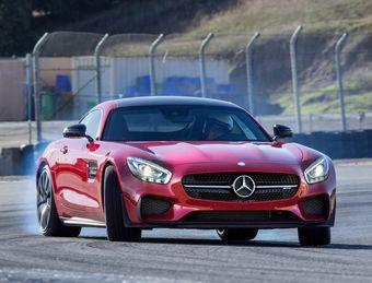 Лучшим спортивным автомобилем года стало купе Mercedes-AMG GT.