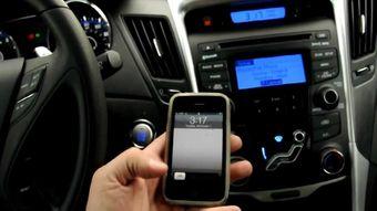 В зависимости от различных переменных факторов, таких как скорость движения, система определяет, какими функциями пользоваться безопасно, а какими — нет. Ограничение может действовать только в непосредственной близости от места водителя или по всему салону автомобиля.