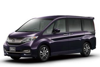 Минивэн пятого поколения стартует в Японии с турбомотором, салоном на семь или восемь мест, «хитрой» задней дверью и комплексом современных систем безопасности.