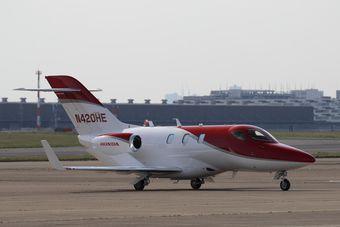 В рамках демонстрационного тура самолет преодолеет 48 000 км и сделает посадки в 13 странах.