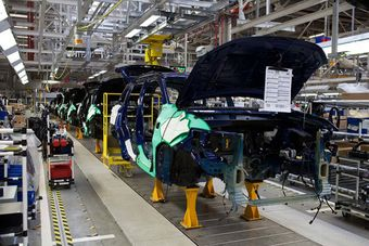 Конвейер остановлен на всех сборочных линиях в связи со спадом продаж выпускаемых моделей.
