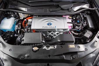 Изначально Мазда планировала вести разработку автомобилей на водороде собственными силами, но позже компания решила обратиться к опыту Тойоты.