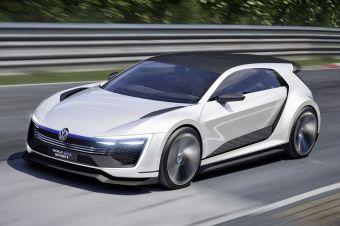 Одной из главных премьер от VW на фестивале стал гибридный концепт GTE Sport. Автомобиль оснащен гибридной силовой установкой суммарной мощностью 400 л.с. (670 Нм).