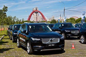 С начала весны на российском рынке в продаже было доступно четыре варианта двигателя: один дизельный и три бензиновых, минимальная цена на которые начиналась с 3 270 000 рублей. Однако сейчас в продаже появляется еще одна «младшая» дизельная версия D4, цена на которую обозначена от 3 024 000 рублей.