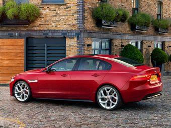 Продажи Jaguar XE начнутся 1 июля. Отметим, что в отличие от большинства конкурентов в сегменте, у компактного Ягуара пока нет версий с полным приводом.