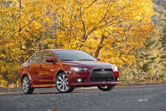 Компания по-прежнему ищет партнера для разработки нового Lancer, но этот процесс может затянуться или вовсе не увенчаться успехом — тогда Mitsubishi отстанет с выпуском Лансера еще на год.