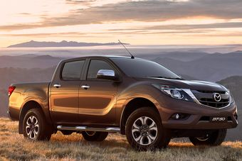 Mazda BT-50 можно заказать с 2,2-литровым четырехцилиндровым дизелем мощностью 160 л.с. (385 Нм) или 3,2-литровым мотором на тяжелом топливе, развивающим 200 л.с. (470 Нм).
