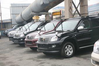 Из стран дальнего зарубежья в Россию ввезли 172 тыс. легковых автомобилей ($3,306 млрд), а из стран СНГ — 7,6 тыс. машин ($72,7 млн). Эти показатели снизились в 2,1 и 2,8 раза соответственно.
