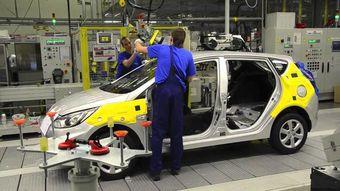 по итогам семи месяцев российский авторынок сократился на 35,3% , но спрос на корейские машины уменьшился менее ощутимо — Kia потеряла 18%, а Hyundai — 12% продаж.