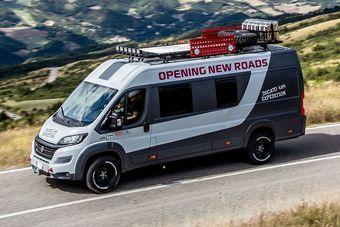 За основу был взят фургон в длиннобазной модификации, оснащенный 2,3-литровым рядным четырехцилиндровым дизелем мощностью 150 л.с. (350 Нм) и «механикой».