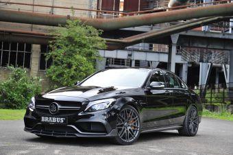 У Брабуса отдача четырехлитрового наддувного V8 выросла до 600 л.с. (+90 л.с.) и 800 Нм в диапазоне от 1750 до 4500 об/мин (+100 Нм).