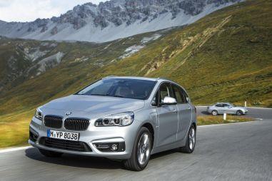 Компания BMW выпустила гибриды на базе компактвэна 2-Series и обновленной «трешки»