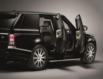 Автомобиль рассчитан на перевозку груза до 650 кг и оснащен усиленными подвеской и тормозами. Под капотом находится компрессорный двигатель V6 объемом три литра, развивающий 340 л.с. мощности. Мотор работает в паре с восьмиступенчатым «автоматом» ZF.