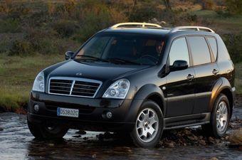 Дилеры опасаются, что SsangYong поступит по примеру Honda и откажется от продаж автомобилей через российское представительство — компания может перейти на прямые поставки по предзаказу, что приведет к подорожанию машин и еще больше снизит спрос на них.