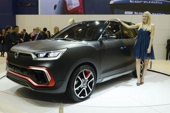 Известно, что серийная версия машины будет оснащаться 1,6-литровым бензиновым мотором или дизелем аналогичного объема. Двигатели могут работать в паре с «механикой» или шестиступенчатым «автоматом» производства Aisin.