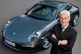 Проработавший в структурах VW около 30 лет Мюллер сменит на посту руководителя концерна Мартина Винтеркорна, который подал в отставку на фоне скандала, в котором автопроизводитель оказался из-за махинаций с результатами экологических тестов.