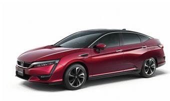Прототип получил название FCV. Можно предположить, что машина представляет собой более близкую к серии эволюцию концепт-кара Honda FCEV, который Хонда показала уже в двух «редакциях» в 2014 и 2013 годах.