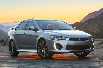 На рынке США автомобиль можно заказать с двухлитровым 148-сильным мотором или 2,4-литровым агрегатом, развивающим 168 л.с. Седан по-прежнему доступен в нескольких полноприводных модификациях с фирменной системой Mitsubishi AWC