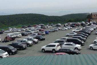 Полупустой «Зеленый угол» в августе этого года, самый известный в России авторынок по продаже автомобилей с правым рулем.