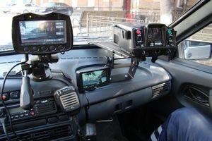 Присутствовавший на Круглом столе премьер-министр РФ Дмитрий Медведев в ответ на предложение главы МВД заявил, что применение машин без опознавательных знаков потребует особенных мер.