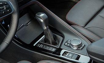 В настоящее время автомобили BMW с передней ведущей осью можно заказать только с шестиступечатой «механикой» или восьмидиапазонным «автоматом» фирмы Aisin.