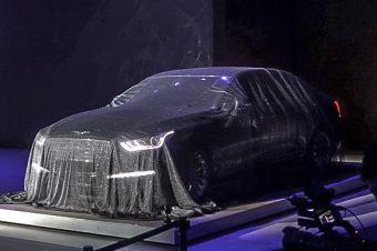Genesis G90 можно будет заказать с полным приводом. Линейка двигателей состоит из нового 3,3-литрового турбомотора V6 (370 л.с.), а также известных атмосферных V6 (3,8 литра, 334 л.с.) и V8 (5 литров, 425 л.с.). В паре с любым из перечисленных агрегатов работает восьмидиапазонный «автомат».