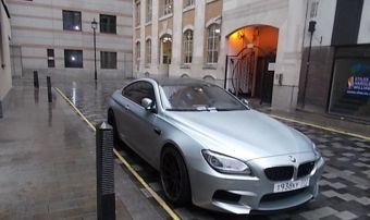 Вестминстерский городской совет прикрепил под стекло автомобиля персональное письмо, в котором говорится, что последующее пренебрежение правилами парковки, создающее неудобство резидентам и бизнесменам в районе, повлечет за собой уголовное преследование.