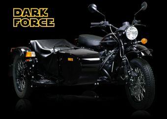 Модель ограниченной серии имеет эксклюзивный дизайн и световой меч в качестве аксессуара.