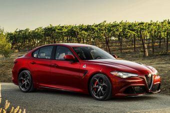 Флагманская версия Giulia под названием Quadrifoglio Verde («Четырехлистный клевер»), как и сообщалось ранее, будет комплектоваться 510-сильным турбированным двигателем V6, разработанным при участии компании Ferrari.