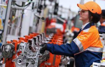 Теперь литейный завод «РосАЛит» из Нижегородской области выпускает для Форда из российского алюминия блок цилиндров, головку блока и крышки коренных подшипников, а Костромской завод автокомпонентов поставляет поршни.