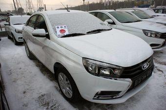 Мы позвонили в каждый дилерский центр LADA в России в поисках Весты. Ответы дилеров порадовали: машину купить можно, особенно в топовой версии.