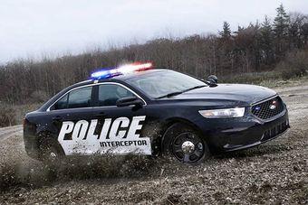 Полноприводный седан Ford Police Interceptor (на базе Taurus) с 3,5-литровым турбомотором мощностью около 365 л.с. обошел своих конкурентов в лице атмосферных и заднеприводных Dodge Charger (5,7 литра, 370 л.с.) и Chevrolet Caprice (6 литров, 355 л.с.).