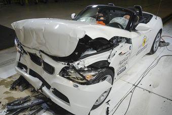Родстер BMW Z4 получил три звезды — по нынешним меркам этот автомобиль совсем не новый, поэтому такой итог предсказуем.