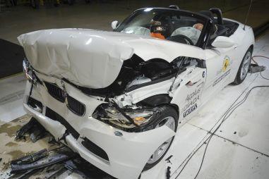 Краш-тесты в Европе: три звезды у BMW и пожар у Lancia