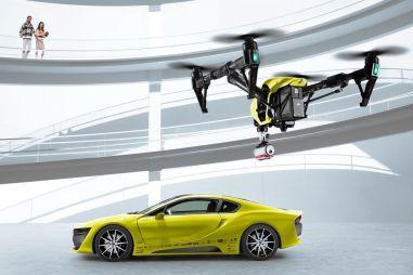 Швейцарцы из Rinspeed оснастили BMW i8 убирающимся рулем и квадрокоптером для «селфи»