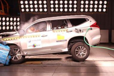 Латиноамериканские краш-тестеры разбили новые поколения Mitsubishi Pajero Sport и Toyota Hilux