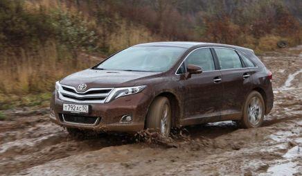 Toyota прекратила продажи в России трех моделей: Auris, Verso и Venza