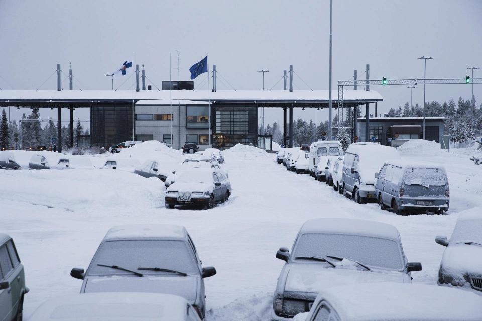 Зачем фотографируют машины на границе с финляндией