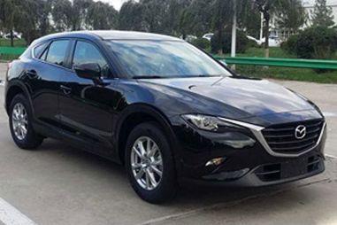 Опубликованы новые фотографии кроссовера Mazda CX-4