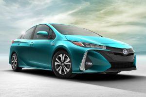 Тойота представила новый Prius Prime с возможностью подзарядки от электросети