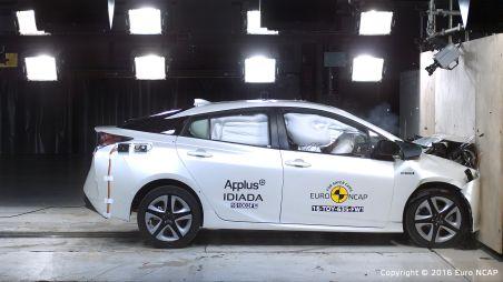 Новые Toyota Prius и Suzuki Baleno проверили по европейским стандартам безопасности