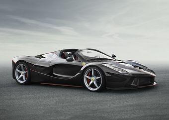 «Стандартный» LaFerrari оснащается 789-сильным двигателем V12 объемом 6,2 литра и 160-сильным электромотором. Суммарная отдача силовой установки — свыше 950 л.с.