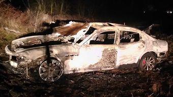 48-летний мужчина около полуночи обратился в ГАИ и сообщил, что на 366-м км автодороги М-1 «Брест-Минск-граница РФ» он стал участником ДТП, в результате которого его автомобиль полностью сгорел.