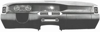 Можно отметить стилистическую особенность панели — единый козырек над щитком приборов и дисплеем мультимедийной системы.