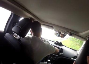 Американские хакеры вновь взломали Jeep Cherokee. В этот раз им подчинились руль и акселератор