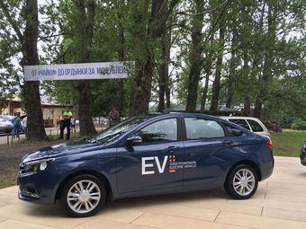 К настоящему моменту построено 2 экземпляра Lada Vesta EV, по слухам, каждый из них обошелся «АвтоВАЗу» в 2,6 млн рублей.