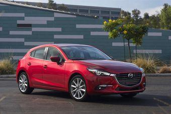 Седан Mazda3 будет стоить от 1 249 000 рублей, а хэтчбек — от  1 259 000 рублей.